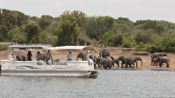 Navegación en el canal de Kazinga, Queen Elizabeth - viaje a Uganda