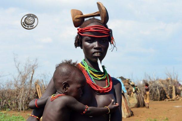 Mujer Dassanech - circuito por Etiopía