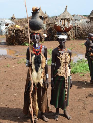 Mujeres Dassanech - viaje al sur de Etiopía