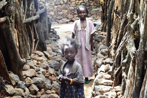 Niñas en un poblado Konso - circuito por Etiopía sur