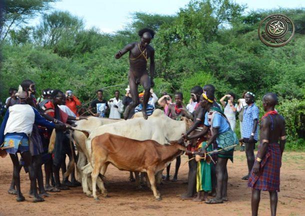Ukuli Bula, ceremonia del salto del buey, tribu Hamer - circuito por Etiopía sur